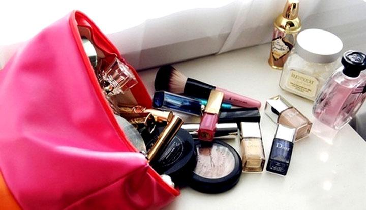 Você sabe precisa carregar na nécessaire? um kit completo para ter seus principais itens de beleza sempre à mão.